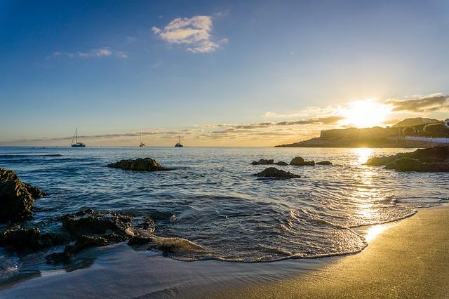 bezpieczne opalanie na plaży